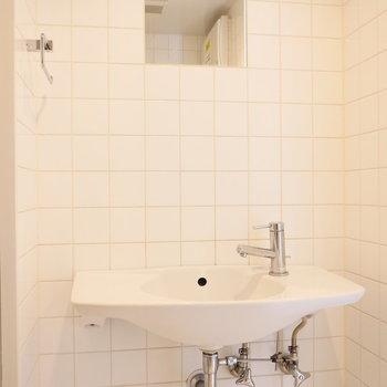 脱衣所に独立洗面台。 ※写真は前回募集時のものです。