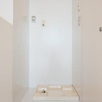 脱衣所手前に洗濯機置場。 ※写真は前回募集時のものです。