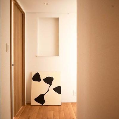 廊下部分は無垢×白でシンプル