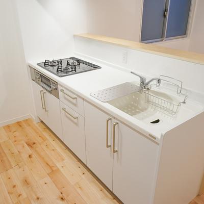 キッチンはガス3口で使い勝手◎※写真は前回募集時のものです