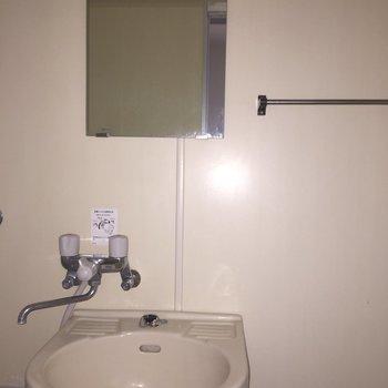シンプル設計の洗面台! ※照明なしの時の写真です