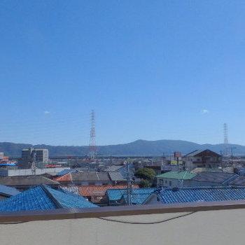 最上階の物干し場からの眺望、天気が良くて気持ちがいい!