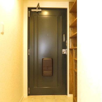 玄関は広くてシューズボックスはカスタム可