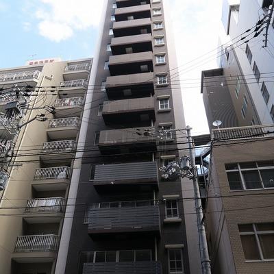 ほっそりとした建物。