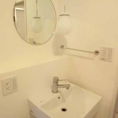 小技の効いた照明に注目★※写真は3階の同間取り別部屋のものです
