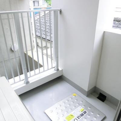 バスコニーはスクエア型。玄関に面しています※写真は3階の同間取り別部屋のものです