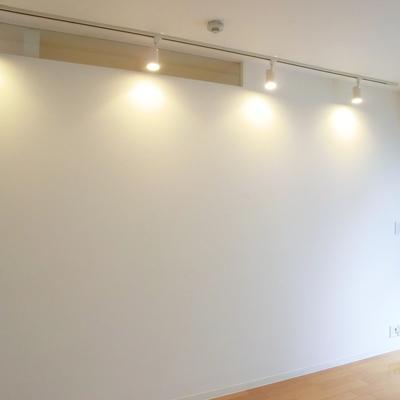 ライティングレール!光がバスルームに漏れるようになってます。※写真は3階の同間取り別部屋のものです