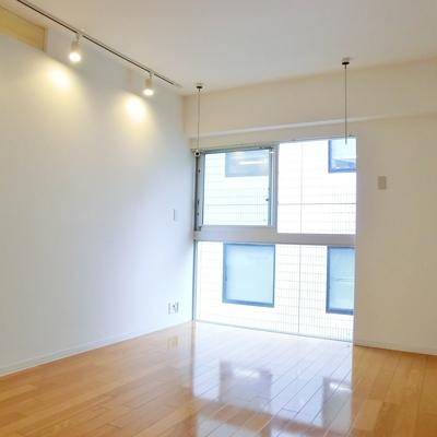 玄関入るとまずこんな感じ※写真は3階の同間取り別部屋のものです