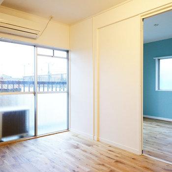 窓が多いのが嬉しいポイント※同間取り別部屋の写真、寝室は白い壁紙になります