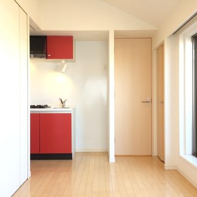 赤色がお部屋のアクセントに ※写真は前回募集時のものです
