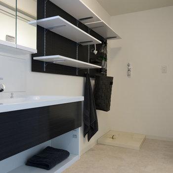 広々脱衣所に洗面台!※写真は1階の同間取り別部屋のものです。