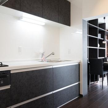 キッチンもゆったり♪※写真は1階の同間取り別部屋のものです。
