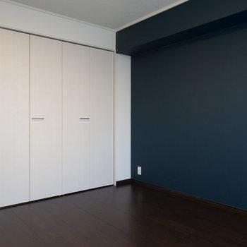 良い色合いですね♪※写真は1階の同間取り別部屋のものです。