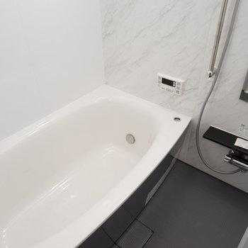 お風呂も文句なし!!※写真は1階の同間取り別部屋のものです。