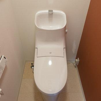 トイレも機能的!※写真は1階の同間取り別部屋のものです。
