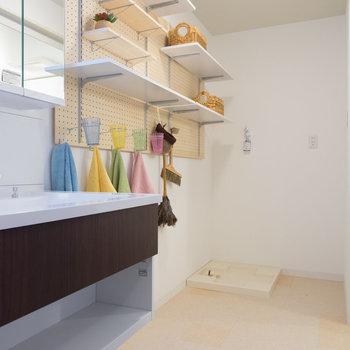 広々脱衣所に洗面台!※写真は1階の反転間取り別部屋のものです。