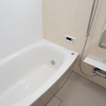 お風呂も文句なし!※写真は1階の反転間取り別部屋のものです。