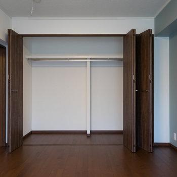 収納も大容量!※写真は1階の反転間取り別部屋のものです。