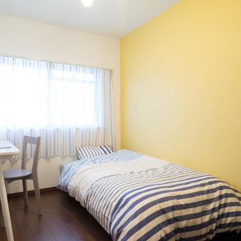 3.8帖の寝室がこちら!※写真は1階の反転間取り別部屋のものです。