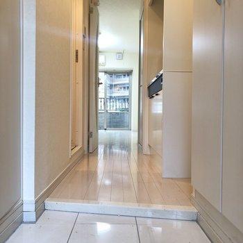 少し広めの幅の玄関になっていました。※写真は2階の同間取り別部屋のものです