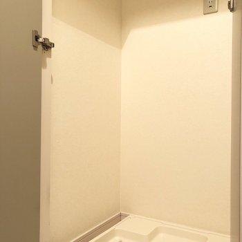 扉付きの洗濯機置き場なの※写真は2階の同間取り別部屋のものですで生活感を防ぐことができますね。