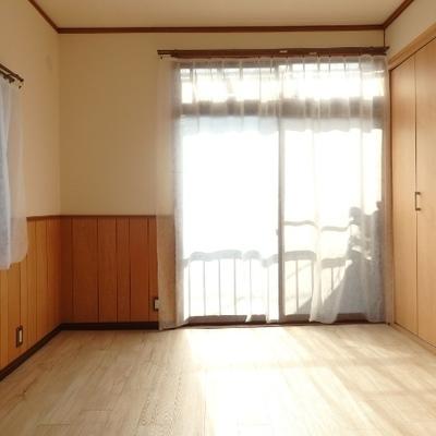 2階の奥の洋室。明るい!