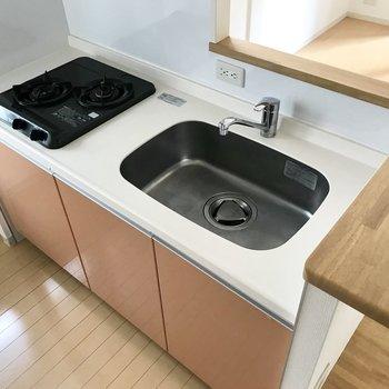 料理スペースは小さめ、カウンターやシンクトレーをうまく活用しましょう◎