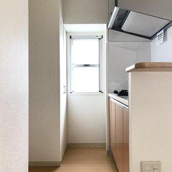 キッチンには冷蔵庫を置くスペースも確保。