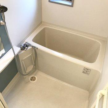 お風呂はさりげないブルーのアクセントが爽やかっ。
