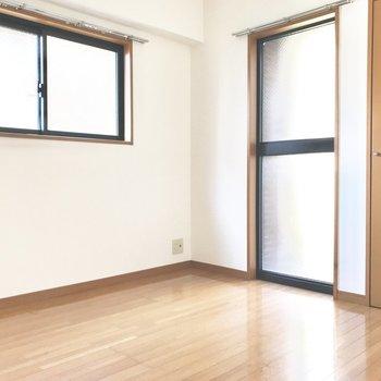 玄関側の洋室は寝室にピッタリですよ。(※写真は同じ間取りの5階のお部屋のものです)