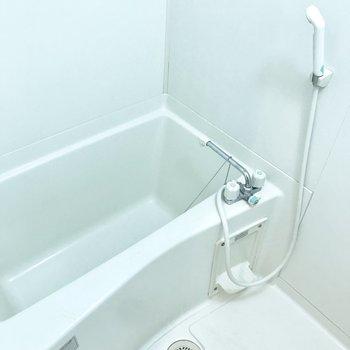 浴室も1人ならゆったり入れるサイズ感ですよ。(※写真は同じ間取りの5階のお部屋のものです)