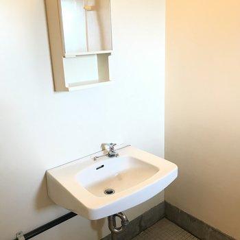 洗面台とお風呂は同じ空間に。