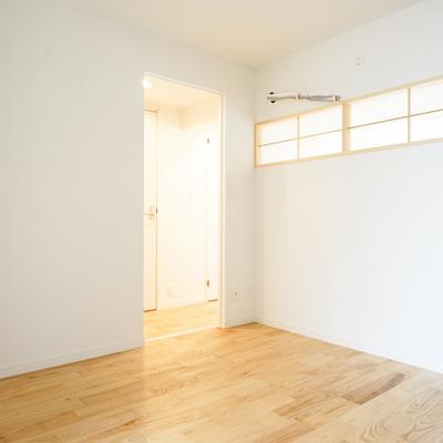 寝室は落ち着いた空間に♪※写真は前回募集時のものです