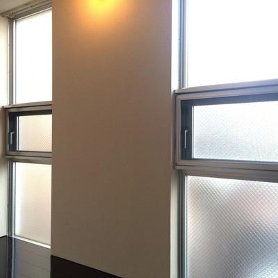 2つの小窓が付いています。※写真は前回募集時のものです