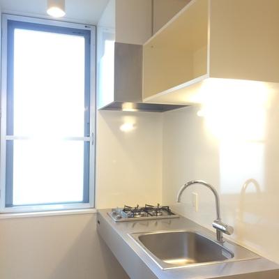 小窓もあって換気抜群キッチン。※写真は前回募集時のものです