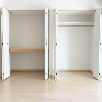 棚でわけられているので、用途に合わせて使いやすいですね※写真はクリーニング前・6階の同間取り別部屋のものです