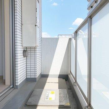 陽がきもちいですね〜※写真はクリーニング前・6階の同間取り別部屋のものです