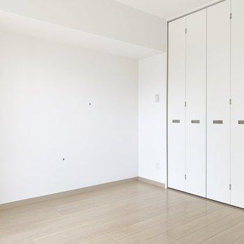 真っ白のお部屋※写真はクリーニング前・6階の同間取り別部屋のものです