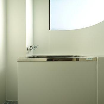 お風呂はアーチ窓がかわいい!※前回募集時の写真
