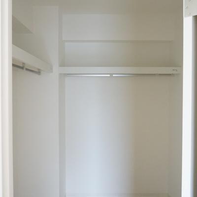 4帖洋室:ウォークインクローゼットではお気に入りの服を大事に保管