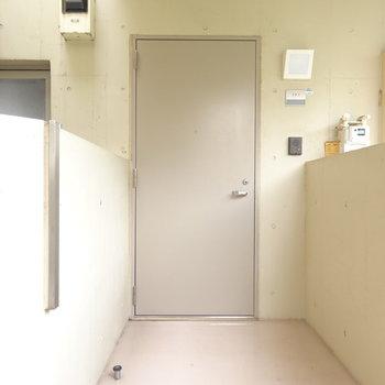 共用部はシンプル※2階別部屋同間取りの写真です。