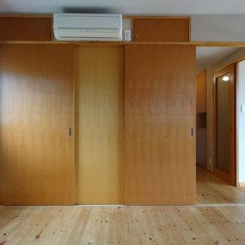 こちらには収納スペースが3つ隠れてます※2階別部屋同間取りの写真です。