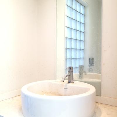 洗面台は2階と3階にあります