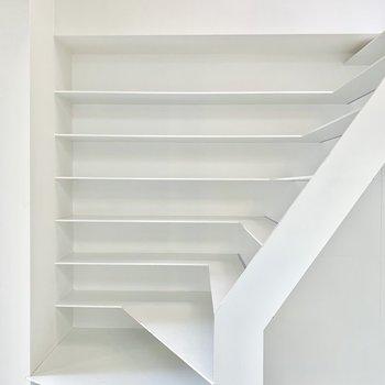 階段でありながら、棚になってる!