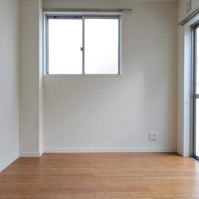 お部屋はシンプルコンパクト