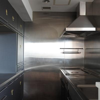 レストランの厨房の様な、男前キッチン。