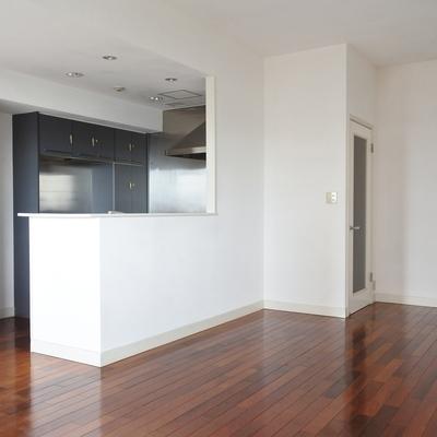 床の色がとってもいい雰囲気。