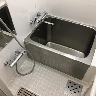 お風呂は長方形でコンパクト。懐かしさを感じます。※写真は前回募集時のものです