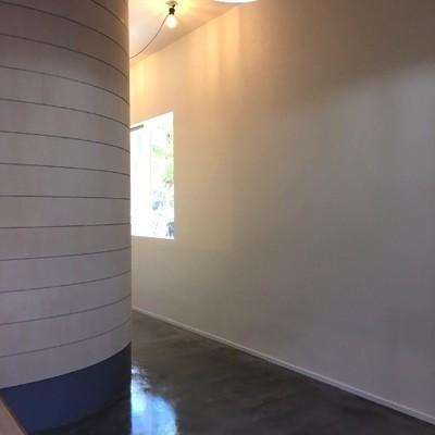つるつるとした床と素朴な木が合わさって相乗効果!※写真は前回募集時のものです