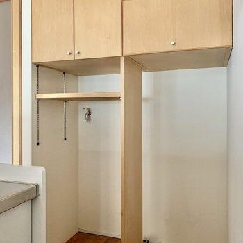こちらにも収納。空いているスペースは冷蔵庫置き場と洗濯機置き場。
